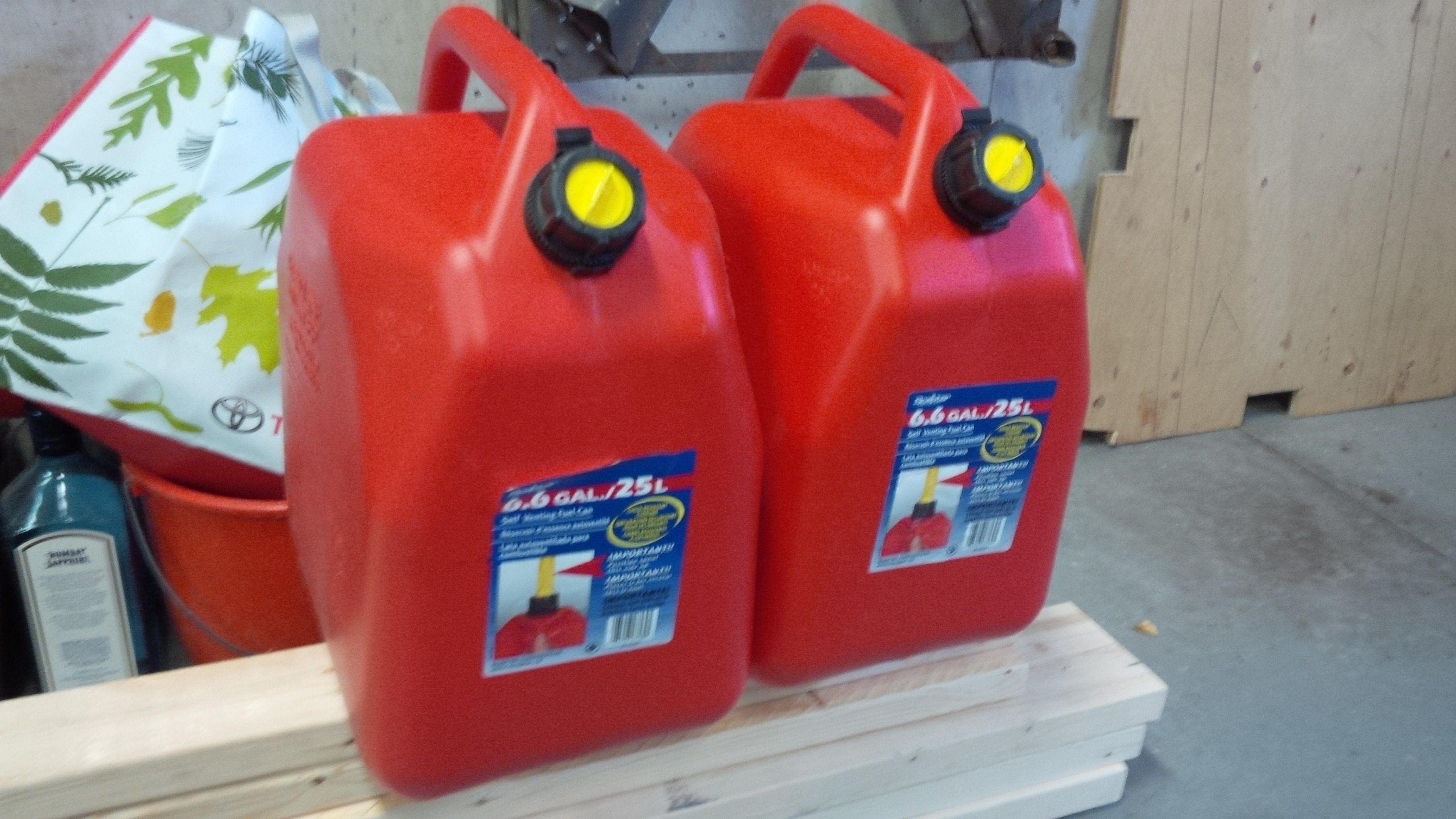 TRADE two almost new 25L gas cans for two yellow Diesel fuel cans